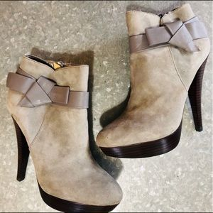 Charles David Light Gray Bootie! Sz 7
